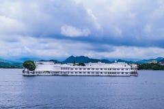 Hotel en el lago Pichola Fotografía de archivo libre de regalías