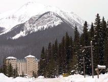 Hotel en invierno Foto de archivo libre de regalías