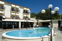 Hotel en la ciudad italiana Bolsena Foto de archivo libre de regalías