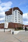 Hotel en la ciudad Targu-Mures imagenes de archivo