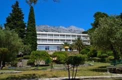 Hotel en las montañas (Brela, Croacia) Fotografía de archivo libre de regalías
