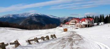 Hotel en montañas foto de archivo libre de regalías