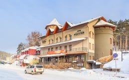 Hotel en restaurants in het toevluchtgebied Toevlucht Belokurikha royalty-vrije stock foto's