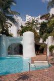 Hotel en zwembad Royalty-vrije Stock Fotografie