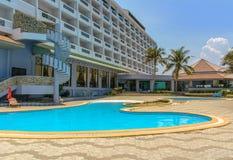 Hotel en zwembad Stock Foto's