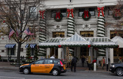 Hotel entrance with taxi Royalty Free Stock Photography