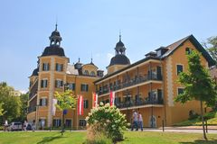 Hotel Falkensteiner Schlosshotel Velden Centro turístico Velden Worthe Imagen de archivo libre de regalías