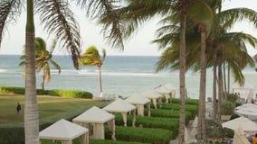 Hotel frente al mar del Caribe tropical situado en Montego Bay, Jamaica metrajes