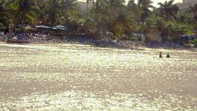 Hotel frente al mar del Caribe tropical situado en Montego Bay, Jamaica almacen de metraje de vídeo