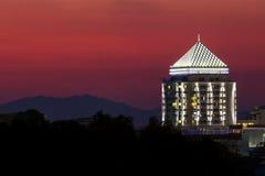 Hotel fuori città in montagna Fotografie Stock Libere da Diritti