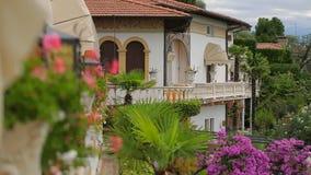 Hotel Gardone Riviera in Italië stock footage