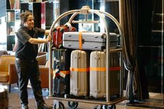Hotel-Gepäck-Warenkorb stockfotos