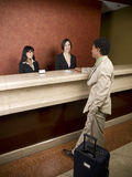 Hotel - Geschäftsreisender Lizenzfreie Stockfotografie