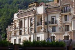 Hotel in Gorky Gorod auf dem Berghang Sochi, Russland Lizenzfreies Stockfoto