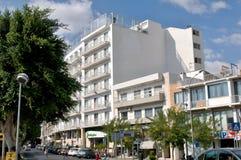 Hotel Holiday Inn en centro de ciudad Imagen de archivo libre de regalías