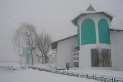 Hotel im Schnee Lizenzfreies Stockbild
