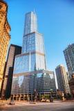 Hotel internacional e torre do trunfo em Chicago, IL na manhã Imagens de Stock