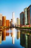 Hotel internacional e torre do trunfo em Chicago, IL na manhã Fotografia de Stock