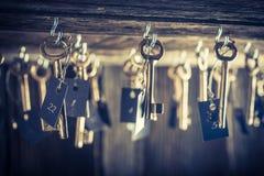 Hotel invecchiato con le chiavi per le stanze Immagine Stock Libera da Diritti