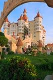 Hotel komplexes Bogatyr redete mittelalterliches Schloss an Stockfoto
