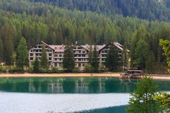 Hotel Lago di Braies Fotos de archivo libres de regalías