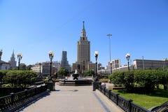 Hotel Leningradskaya Hilton auf Komsomolskaya-Quadrat, ist im Jahre 1954 errichtet worden Moskau, Russland Lizenzfreie Stockbilder