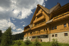 Hotel luxuoso da montanha imagem de stock