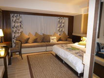 Hotel luxury bedroom Royalty Free Stock Photos