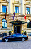 Hotel and luxury car in the sun Royalty Free Stock Images