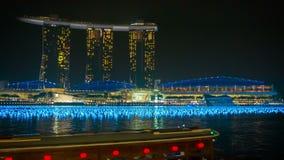 Hotel Marina Bay Sands De golf verfraaide vóór de viering van het nieuwe jaar bij nacht stock videobeelden