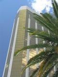 Hotel mit Palme Stockfotografie