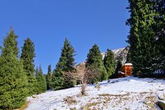 Hotel in montagne Zaili Alatau, il Kazakistan Immagini Stock Libere da Diritti