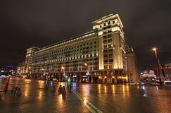 Hotel Moskou die 's nachts bouwen moskou Stock Afbeeldingen