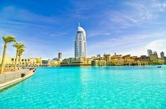 Hotel nahe Khalifa Kontrollturm lizenzfreie stockbilder