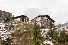 Hotel nella stazione sciistica cattivo Gastein in montagne nevose di inverno, Austria, terra Salisburgo Fotografie Stock