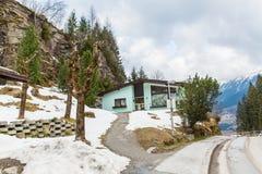 Hotel nella stazione sciistica cattivo Gastein in montagne nevose di inverno, Austria, terra Salisburgo Immagini Stock Libere da Diritti