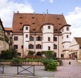 Hotel nombrado del edificio medieval de Ebersmunster en Selestat Alsacia, Francia Fotografía de archivo libre de regalías