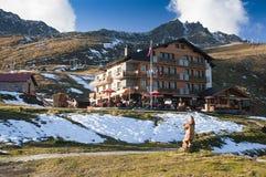 Hotel op berg Royalty-vrije Stock Foto