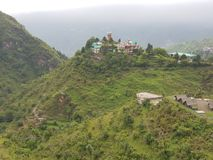 Hotel op de bovenkant van heuvels stock foto