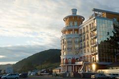Hotel op de kust van Baikal in Listvyanka Stock Fotografie
