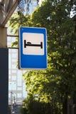 Hotel ou motel do sinal de tráfego Imagem de Stock