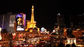 Hotel París (HQ 1080p) de la noche de la tira de Las Vegas metrajes