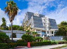 Hotel Plaza de construção moderno 3 * no passeio, Herceg Novi, Monte Fotografia de Stock Royalty Free