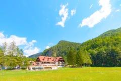 Hotel Plesnik en el dolina de Logarska, Eslovenia Imagen de archivo libre de regalías