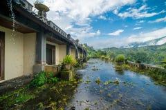 Hotel podre escondido abandonado místico em Bali indonésia Fotos de Stock Royalty Free