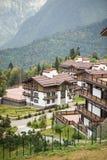 Hotel Polyana 1389 Hotel&Spa Plattelandshuisjes bij de Berg Ski Resort De zomer royalty-vrije stock fotografie