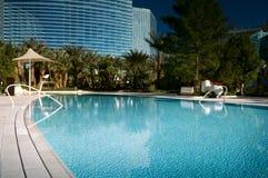 Hotel Poolside lizenzfreie stockfotografie