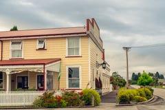 Hotel reale del teatro nella città di Kumara, Nuova Zelanda fotografia stock