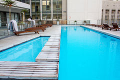 Hotel roof swimming pool Royalty Free Stock Photography