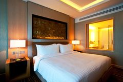 Hotel room. Luxurious hotel room with king sized bed Royalty Free Stock Photos